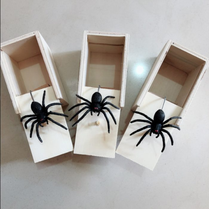 April Fool's Day gift Wooden Prank Trick Practical Joke Home Office Scare Toy Box Gag Spider Mouse Kids Funny Gift 5